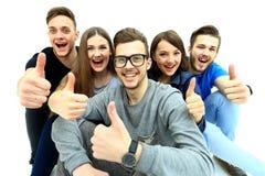 Groupe joyeux heureux d'amis photos libres de droits