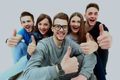 Groupe joyeux heureux d'amis encourageant d'isolement sur le fond blanc Photographie stock