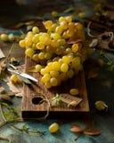 Groupe mûr et juteux de raisin jaune photos stock