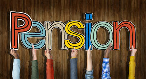 Groupe multi-ethnique de mains tenant la pension de Word Images stock