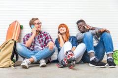 Groupe multiracial dehors Image stock