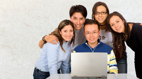 Groupe occasionnel d'étudiants Image stock
