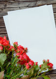 Groupe ou roses rouges fraîches pour le jour de valentines Photo stock