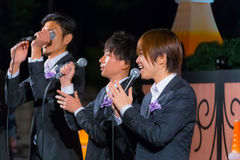 Groupe permanent de chant de poissons à la tour de Tokyo Image stock