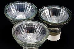 Groupe sans ampoules de LED GU10, lampes sur un fond noir Photo libre de droits