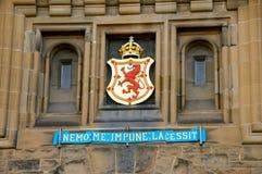 Groupe sur le château d'Edimbourg Photographie stock libre de droits