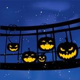 Groupe sur le pont sur le potiron de Halloween Photographie stock