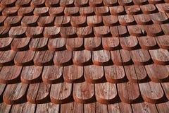 Groupe sur une église en bois Photographie stock