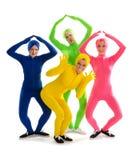 Groupe théâtral étrange de danse dans des costumes de préservatif image libre de droits