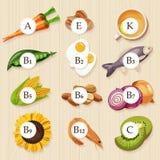 Groupes de fruits, de légumes, de viande, de poissons sains et de laitages contenant les vitamines spécifiques Fond en bois Images libres de droits