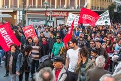 Groupes de gauchiste et d'anarchiste cherchant l'abolition de nouvelles prisons maximum de sécurité, opposée avec la police anti- Image stock