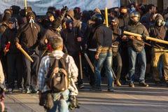 Groupes de gauchiste et d'anarchiste cherchant l'abolition de nouvelles prisons maximum de sécurité, opposée avec la police anti- Photographie stock