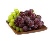 Groupes de raisins noirs et verts Image stock
