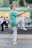 Groupez la pratique Tai Chi en parc de Ritan, Pékin, Chine Images libres de droits