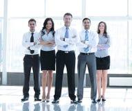 Groupez le portrait d'une équipe professionnelle d'affaires semblant sûre Images libres de droits
