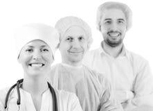 Groupez le portrait des médecins se tenant dans l'hôpital d'isolement image stock