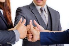 Groupez les gens d'affaires se réunissant en se serrant la main ensemble, des affaires Photographie stock