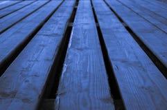 Grov blå ljus gråaktig blåaktig indigoblå träetappbakgrund w Royaltyfri Bild