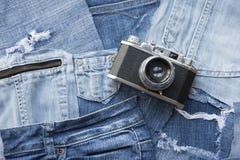 Grov bomullstvillbakgrund med en tappningkamera Fotografering för Bildbyråer