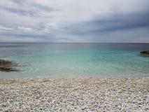 Grov kroatisk kustlinje i Nerezine framåt Royaltyfri Fotografi