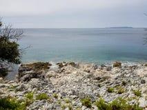 Grov kroatisk kustlinje i Nerezine tredje Royaltyfri Foto