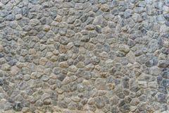 Grov sten av olika skuggor, staplad stenvägg Royaltyfria Foton