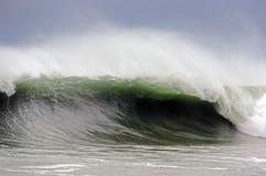 Grovt hav med stort vågavbrott royaltyfri foto