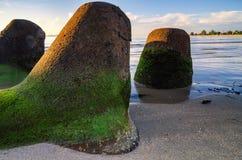 Groyne和美好的海视图风景在惊人的日出 库存图片