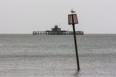 Groyne标志和黑尔讷海湾码头 免版税库存照片
