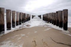 Groyne på stranden Arkivbild