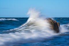 Groynes na brzeg morze bałtyckie na burzowym dniu Obraz Royalty Free