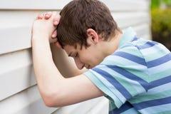 Gråt för tonårs- pojke Royaltyfria Foton