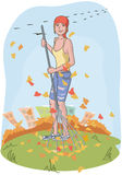 Gärtnermädchen, das Fallblätter harkt Stockfoto