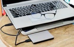 Grått modernt svart tangentbord för anteckningsbok med hddgrå färger och anblickar Royaltyfri Foto