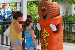 Gruß eines Reeses von Erdnussbuttercup Lizenzfreie Stockfotos