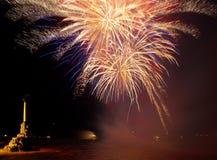 Gruß, Feuerwerke über dem Schacht. Stockfotos