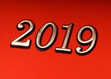 Gruß-Karten-Design-Schablonen-Gold 2019 auf roter Beschriftung Lizenzfreies Stockfoto