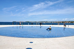 Gruß zur sonnen- Sonnenkollektorskulptur in Zadar, Kroatien Lizenzfreies Stockfoto