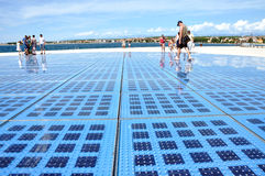 Gruß zur sonnen- Sonnenkollektorskulptur in Zadar, Kroatien Lizenzfreie Stockfotografie