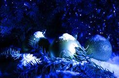 Grußkarte blaues Weihnachten- und neues Jahr ` s Hintergrund Stockbild