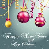 Grußkarte des neuen Jahres Weihnachtsball mit Bogen und Band Lizenzfreie Stockbilder