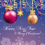 Grußkarte des neuen Jahres Weihnachtsball mit Bogen und Band Stockbilder