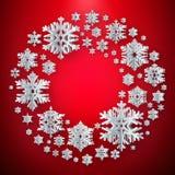 Grußkarte des Weihnachtsneuen Jahres mit strukturierten Papierschneeflocken auf rotem Hintergrund ENV 10 stock abbildung