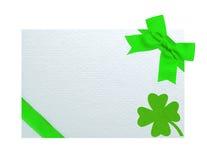 Grußkarte für St Patrick Tag lokalisiert auf weißem backgrou Lizenzfreies Stockfoto
