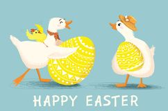 Grußkarte mit Karikaturente und -huhn mit Ostereiern Stockbild