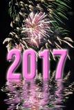 Grußkarte mit 2017 rosa Feuerwerken Stockbild