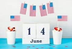 Grußkarte am Tag der amerikanischen Flagge Stockbild