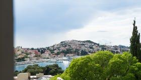 GruÅ ¾, en grannskap i Dubrovnik, Kroatien, Adriatiskt hav Hamn och fjärd Hamnfartyg Port hamn, färjaterminal, kryssningport royaltyfria bilder