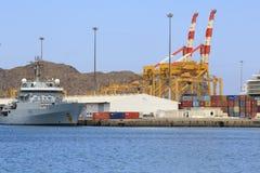 Gru britanniche del contenitore e della fregata Immagine Stock Libera da Diritti