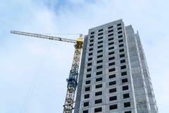 Gru in costruzione di costruzione e del grattacielo Immagine Stock Libera da Diritti